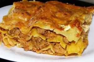 блюдо лазанья с мясом
