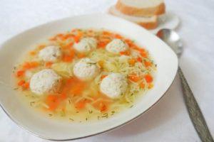 куриные фрикадельки суп