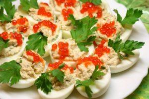яйца фаршированные рыбой с икрой