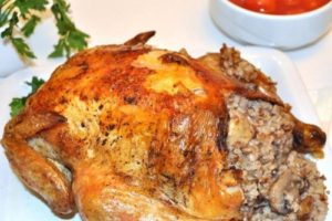 курица фаршированная гречкой с грибами