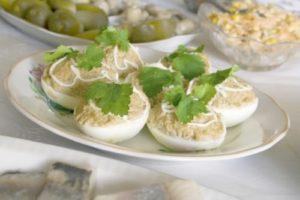 рыбой консервированной яйца фаршированные