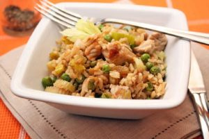 с овощами и рисом индейка