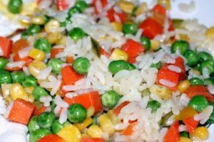 с овощами рис тушеный