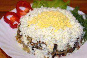 Салат с картофелем и жареными грибами