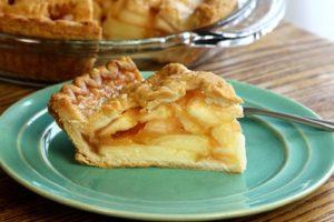 пирог с яблоками и вареньем