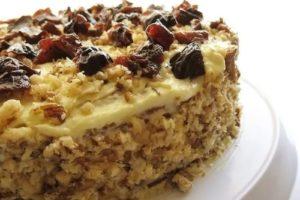 торт с черносливом сметанный