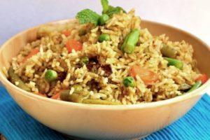 рис с овощами бурый