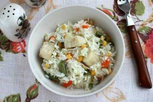 рис с рыбой и овощами
