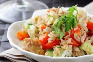 рыба с рисом и овощами