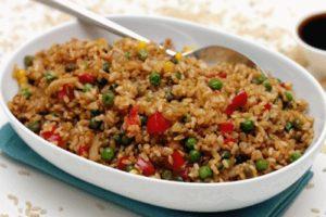 с овощами бурый рис