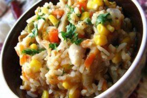 с овощами и кальмарами рис