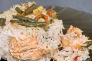 с овощами рис и рыбой