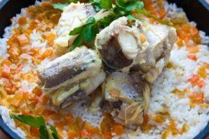 с овощами рыба и рисом