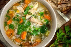 с овощами суп и рисом