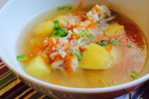 с рисом суп и овощами