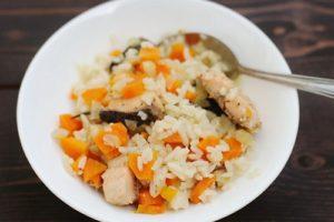 с рыбой рис и овощами