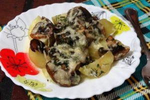 с сыром и грибами запеченный картофель
