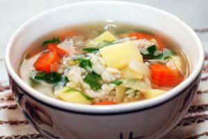 суп с рисом и овощами